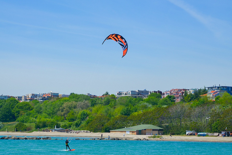 Kitesurfen auf flachem Gewässer