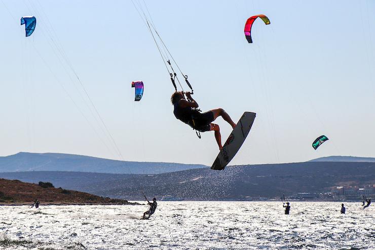 Kitesurfer Sprünge üben